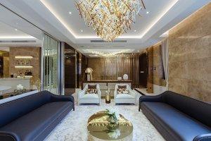 Rezidence Club House představuje přirozené, do detailu promyšlené a jemně vybroušené spojení mezi soukromým a společenským životem jedné rodiny.
