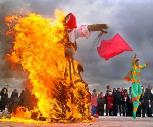 St. Petersburg, Russia - February 22, 2015: Burning of dolls to celebrate the arrival of spring on holiday Maslenitsa in the park of the 300th anniversary of St. Petersburg